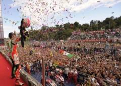 max-biaggi-imola-motomondiale-superbike-2010-campione-del-mondo-festeggiamenti-480x344.jpg